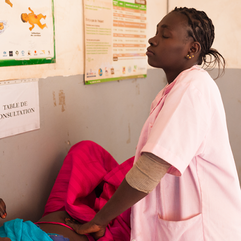 Photo by Clément Tardif for IntraHealth International.