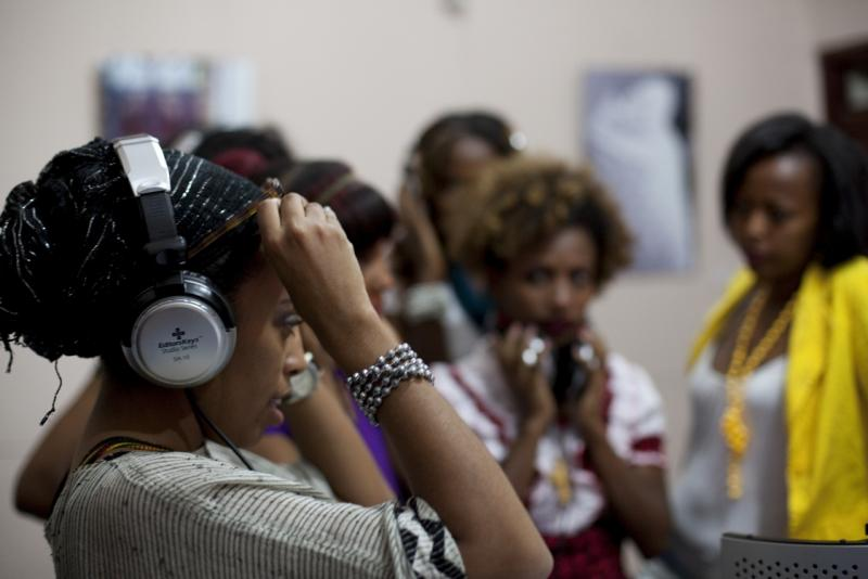 Facilitator and popular Ethiopian singer Munit Mesfin records with Beat Making Lab students