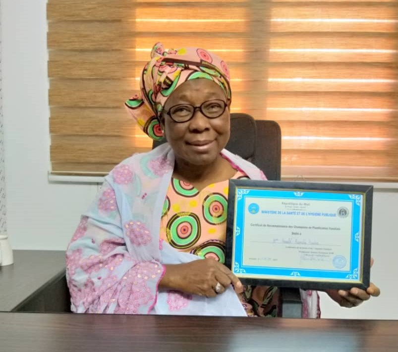 Throughout the course of her 42-year career, midwife Ramatou Fomba Konate has received awards honoring her motivation and courage as a midwife, including from IntraHealth, the Association of Midwives of Mali, the Chief Medical Officer of the Yanfolila Health District in Sikasso region, and the Ministry of Health.